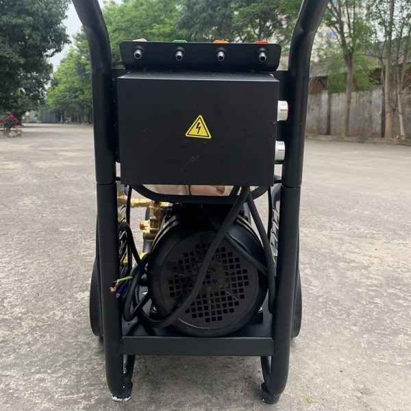 Máy rửa xe cao áp UNIVIET UV-2200