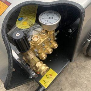 Máy rửa xe cao áp UNIVIET UV-3600