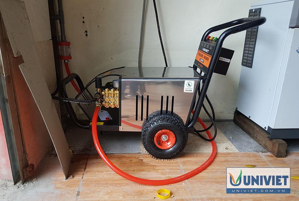Máy rửa xe cao áp là thiết bị không thể thiếu khi mở trạm rửa xe