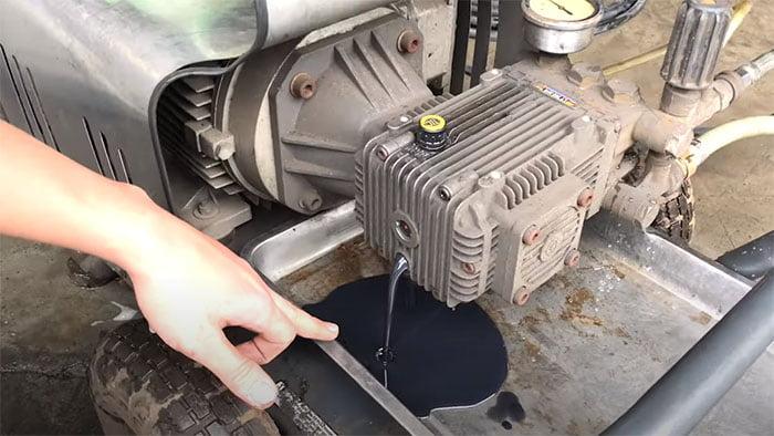 Thay dầu mày rửa xe như thế nào?