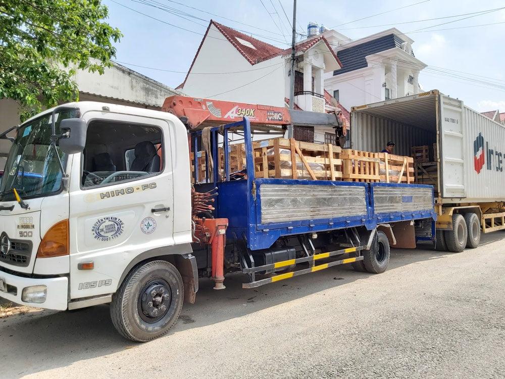 Nhập kho máy nén khi Senok và cầu nâng 1 trụ Ấn Độ