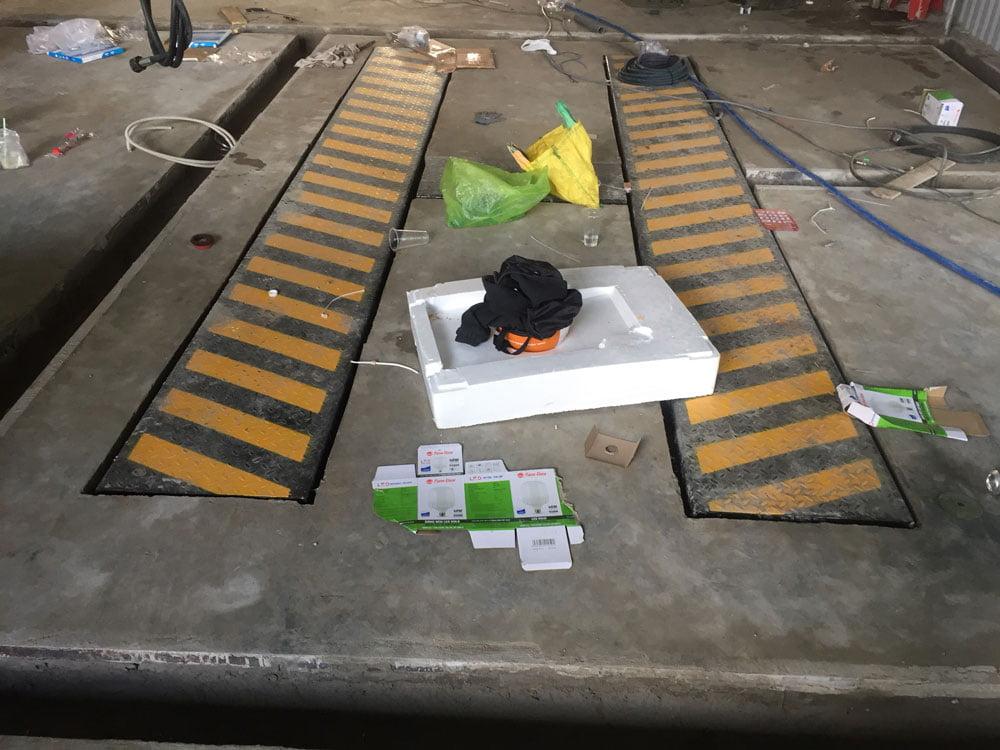 Lắp đặt cầu nâng 1 trụ rửa xe UNIVIET - Ấn Độ